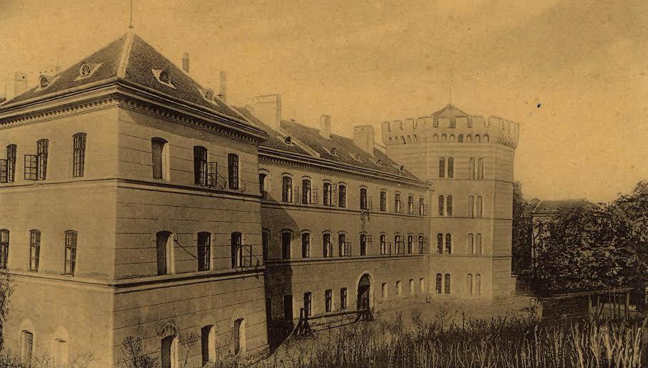 castelul-huniade-vechi-1
