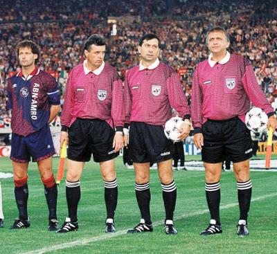 Primul din dreapta, alături de Ion Crăciunescu, Ioan Constantinescu și căpitanul Ajax-ului, Danny Blind, la finala Champions League 1995, Ajax – Milan 1-0