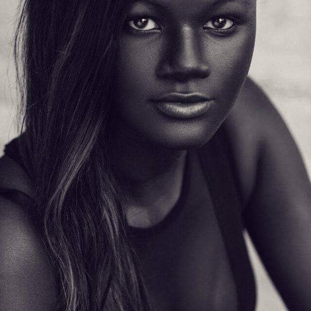 Femeie neagra