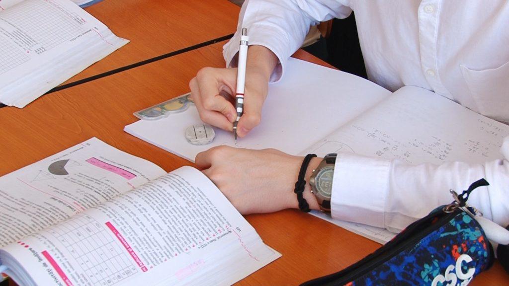 Elevii timișeni simulează examenele naționale.Still012