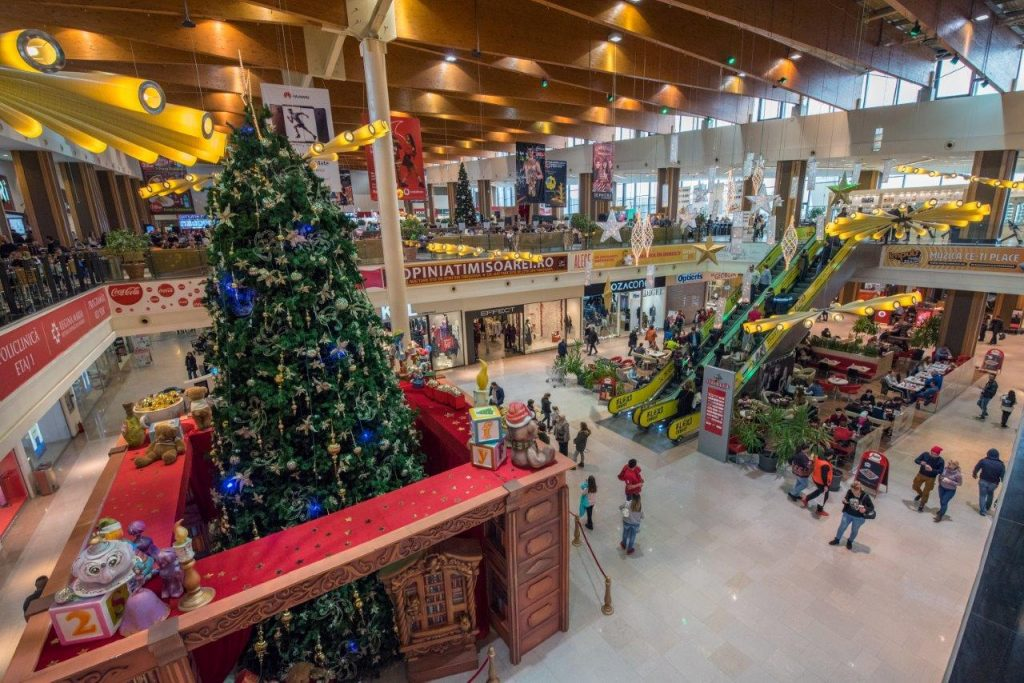 IUlius Mall int 3